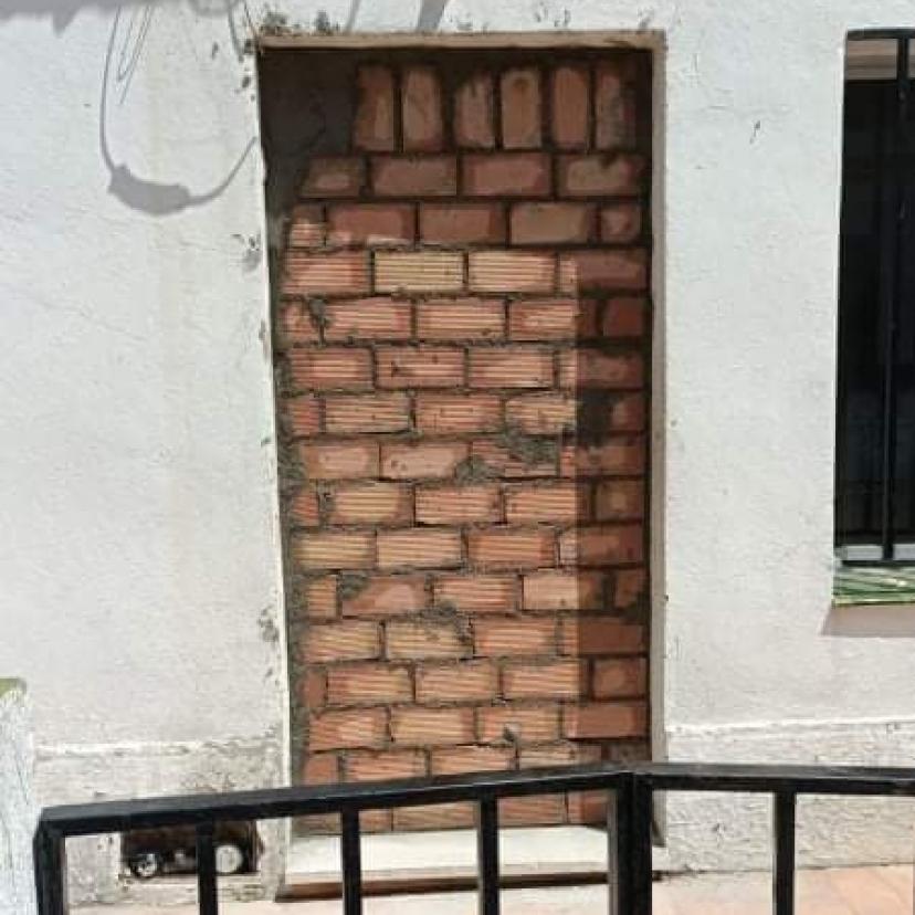 IU Sevilla pide a la dirección provincial del PSOE que interceda ante los desahucios de viviendas municipales en Castilblanco