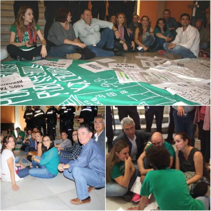 Encierro de docentes en el ayuntamiento de Sevilla