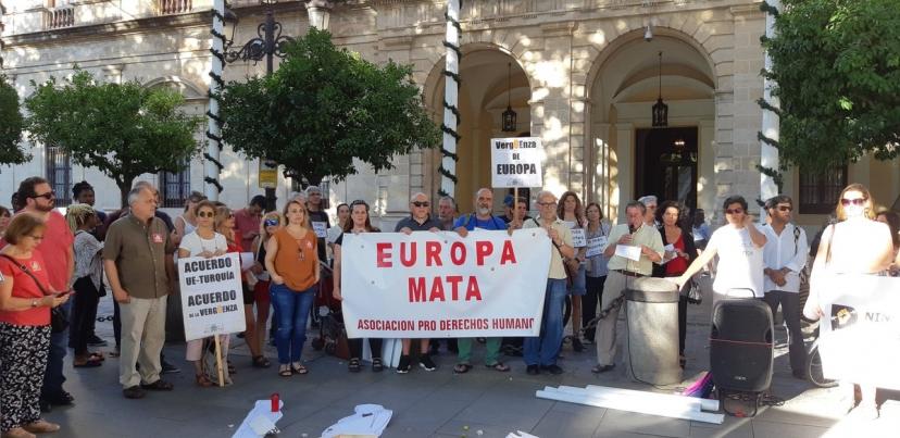 Concentración por las muertes producidas en el Mediterráneo y para exigir soluciones