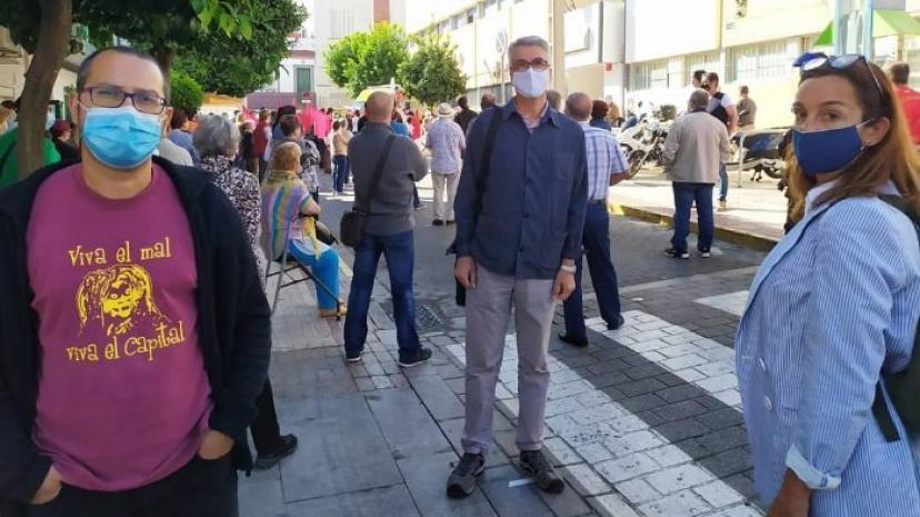 Concentración ciudadana en San Juan de Aznalfarache para exigir mejoras en la atención primaria y la apertura de la ampliación del centro de salud