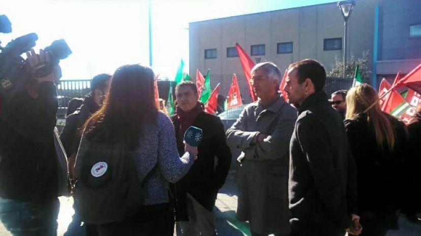 Trabajadoras y trabajadores de Konecta vuelven a concentrarse en Bollullos de la Mitación