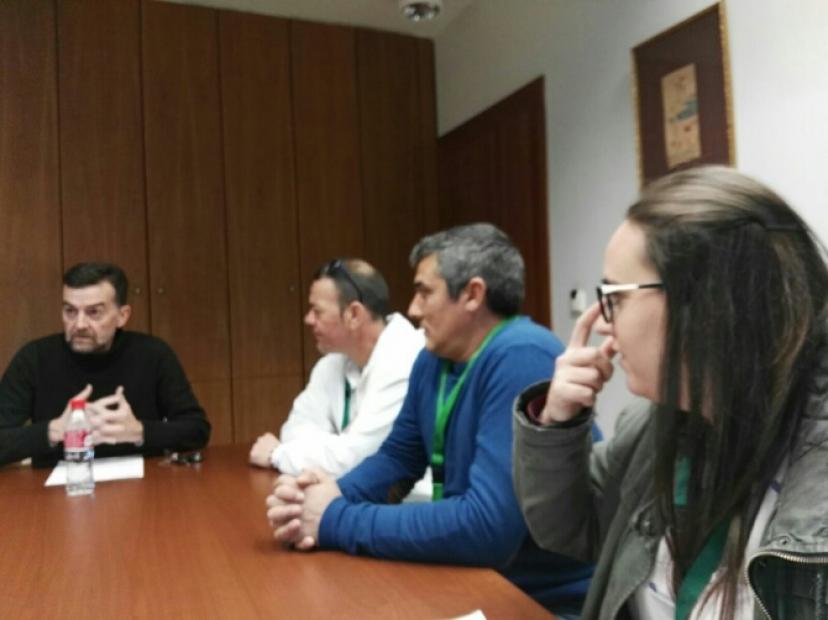 Antonio Maíllo se reúne con representantes de la Plataforma y la Asociación de Trabajadores afectados por la Explotación de PROCAVI